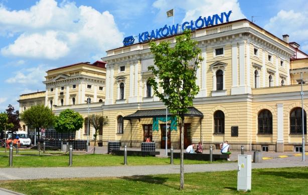 26f0dba6d70d7a *Ule UJ* Zza ogrodzenia Ogrodu Botanicznego w Krakowie widziałem raz Lenina  i Che Guevarę, którzy krążyli długo wokół Ronda Mogilskiego